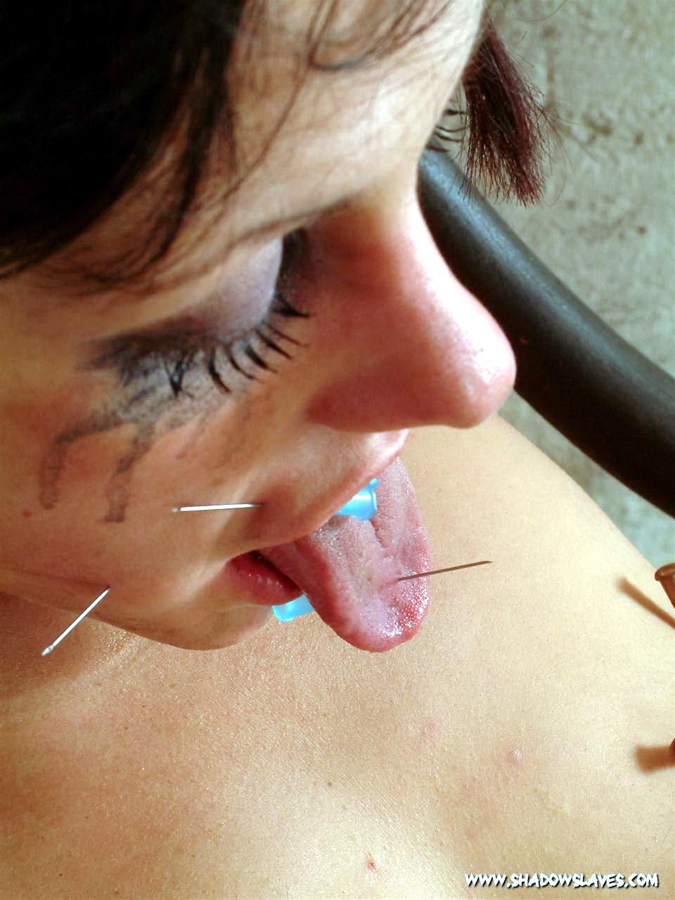 Пытки с зашитой пиздой 9 фотография